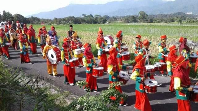 Team Drum Band MTsN 5 Tanah Datar